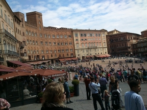 Weekend afternoon in the Piazza