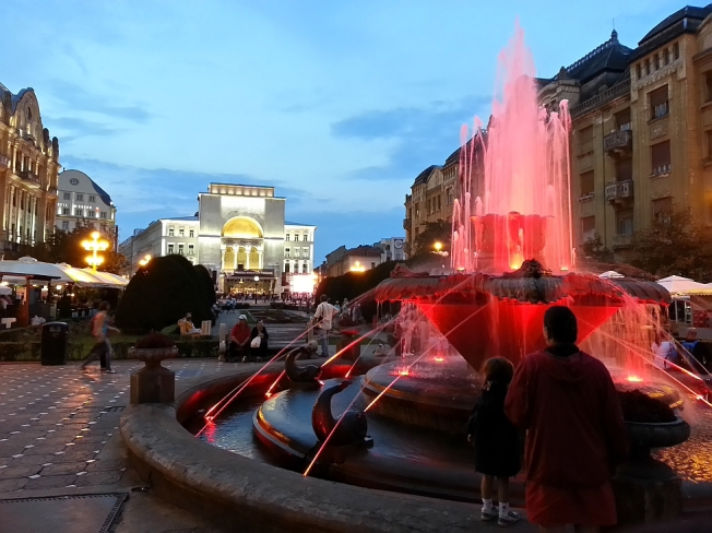 La Pesti in Piata Operei / Downtown Timisoara by night