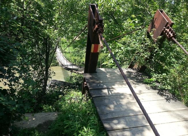 Pod atarnat peste Nera involburata / Hanging bridge over the Nera river