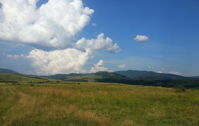 Dealuri cu nori langa Cheile Nerei / Hilly landscape with clouds near Nera Gorges