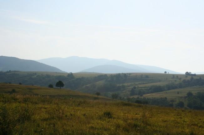 Picior de plai langa Parcul National Cheile Nerei-Beusnita / Undulating landscape near Cheile Nerei National Park
