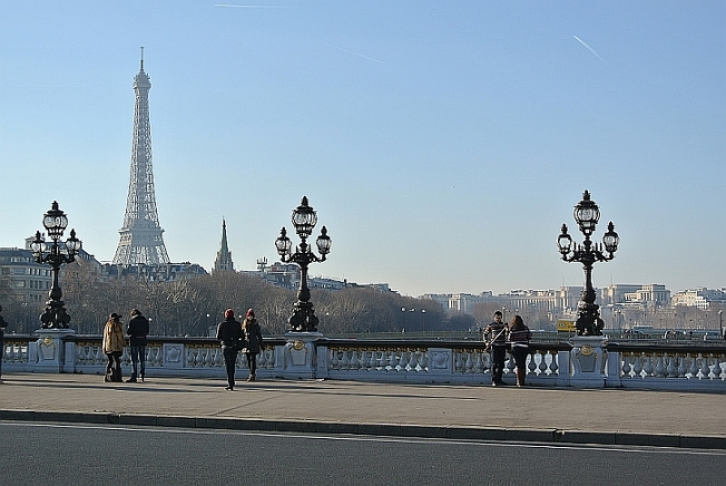 Pont Alexandre III with young couples and tower