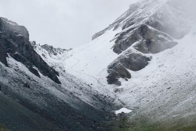 Steep slopes kissing, Valais